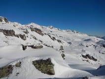 Vinter som skitouring och klättrar i österrikiska fjällängar Royaltyfri Fotografi