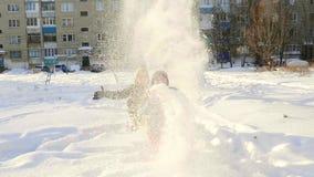 Vinter Ungar säger snön upptill lager videofilmer