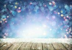 Vinterbakgrund med frostgranfilialer arkivfoton