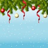 Vinterbakgrund med granfilialer och bollar Royaltyfri Fotografi