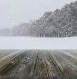 Vinterbakgrund med wood plankor Royaltyfria Foton