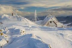 Vinterberglandskap i Bieszczady berg royaltyfri foto