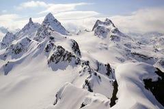 Vinterberglandskap i de schweiziska fjällängarna ovanför Klosters med den brutto- Litzneren och de brutto- Seehorn bergmaxima royaltyfria bilder