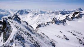 Vinterberglandskap i den Silvretta bergskedjan i de schweiziska fjällängarna mellan Scuol och Ischgl arkivbilder