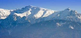 Vinterberglandskap i Rumänien Royaltyfri Bild