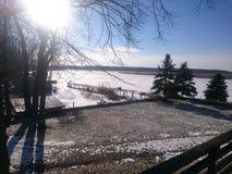 Vinterblick på floden arkivbild