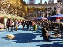 Vinterbyn på Bryant Park, om du ser något, säger något, NYC, USA Royaltyfri Bild