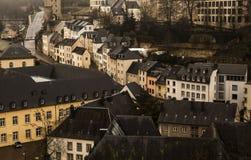 Vinterdimmasikter av staden av Luxembourg Arkivbild
