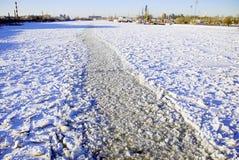 Vinterfarled på en stor flod Royaltyfri Fotografi
