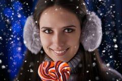 Vinterflicka med Lollypop Royaltyfria Foton