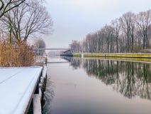 Vinterflodlandskap royaltyfri bild