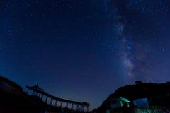Vintergatan över kullen Royaltyfri Bild