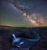 Vintergatan över Palouse nedgångar Royaltyfria Bilder