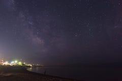 Vintergatan över sjön på Alakol, Kasakhstan Royaltyfria Foton