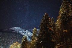Vintergatan för himmel för stjärnklar natt Arkivfoto