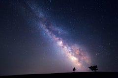 Vintergatan Härlig sommarnatthimmel med stjärnor Bakgrund royaltyfri fotografi
