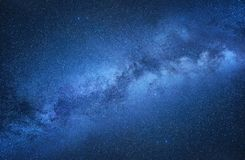 Vintergatan Natthimmel med stjärnor som en bakgrund Naturlig compositon på nattetiden fotografering för bildbyråer