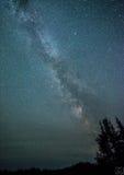 Vintergatan och meteor Arkivbild