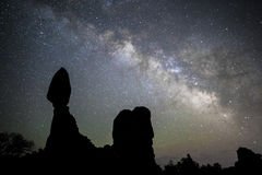 Vintergatan på jämvikt vaggar i Moab, UT Arkivbilder