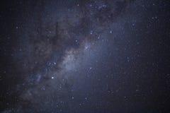 Vintergatan skiner ?ver Nya Zeeland arkivbilder