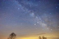Vintergatan under våren royaltyfria bilder