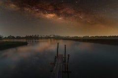 Vintergatangalax, långt exponeringsfotografi, med korn arkivfoto