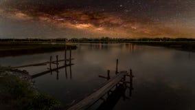 Vintergatangalax, långt exponeringsfotografi, med korn arkivbild