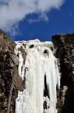 En djupfryst vattenfall Arkivfoto