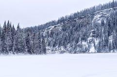 Vinterklippor på Usva Arkivbilder