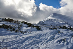 Vinterlandskap av berg Arkivfoto