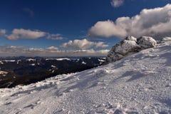 Vinterlandskap av berg Arkivbilder