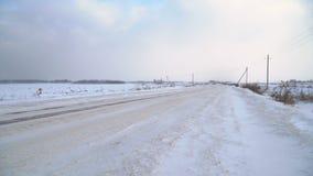 Vinterlandskap av fält och vägar arkivfilmer