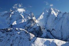Vinterlandskap i dolomitesna Arkivbilder