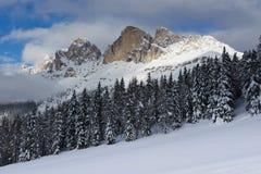 Vinterlandskap i Dolomitien Arkivbild