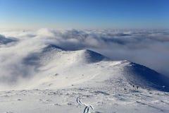 Vinterlandskap med det höga berget i Slovakien Fotografering för Bildbyråer