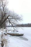Vinterlandskap med ett fartyg Arkivbilder