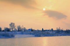 Vinterlandskap med floden Fotografering för Bildbyråer