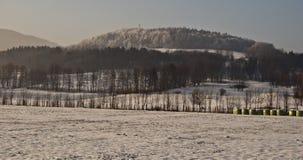 Vinterlandskap nära den Ostravice byn Arkivfoton