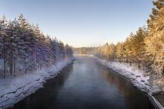 Vinterlandskap på den mörka kanalen Royaltyfria Foton