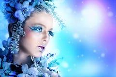 Vintermakeup av en härlig kvinna Arkivbilder