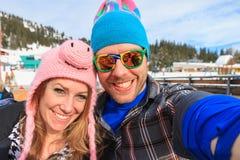 Vintern apres-skidar selfie arkivbild