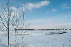 Vintern landskap på en solig dag Arkivbild