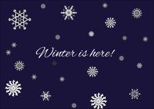 Vintern märker här vektorn med snöflingor och blå bakgrund Arkivbild