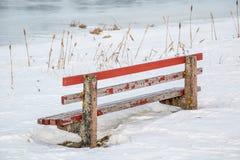Vintern parkerar bänken Arkivfoto