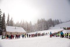 Vintern skidar skolan Fotografering för Bildbyråer