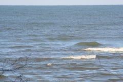 Vintern vinkar på Lake Erie Arkivbilder