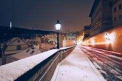 Vinternatt i den forntida staden royaltyfria bilder