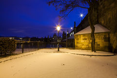 Vinternatt i Prague Arkivbilder