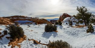 Vinterområde nära Mesa Arch i den Canyonlands nationalparken Arkivbilder