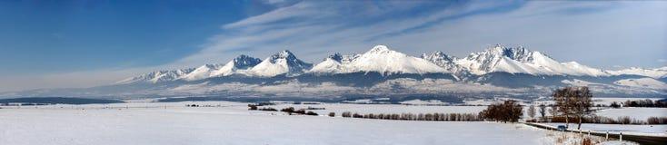 Vinterpanorama av höga tatry berg Arkivbild